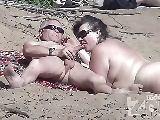 Blowjob on a nudist beach. amateur beach blowjob