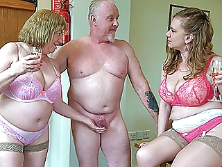 Older British threeway sex amateur blowjob mature