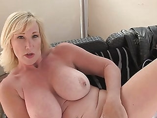 Mature sex bomb with amazing body amateur bbw mature